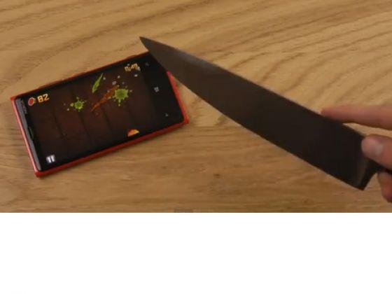 Nokia Lumia 920 Bıçakla Ekran Testi