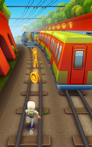 Subway surfers tren yolunda koş